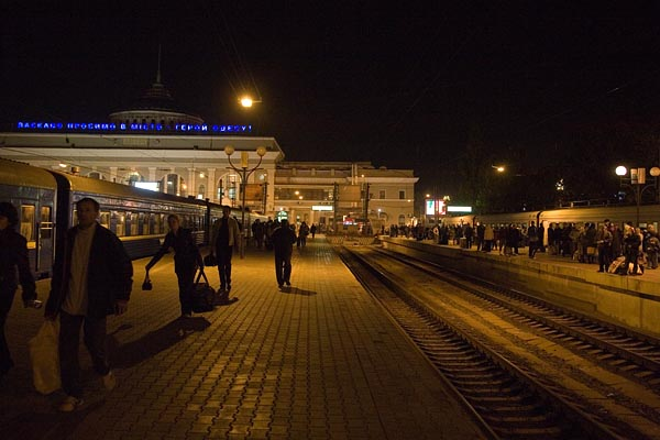 On the Platform of Odessa Train Station, 2006-10 (C) Seiji Yoshimoto